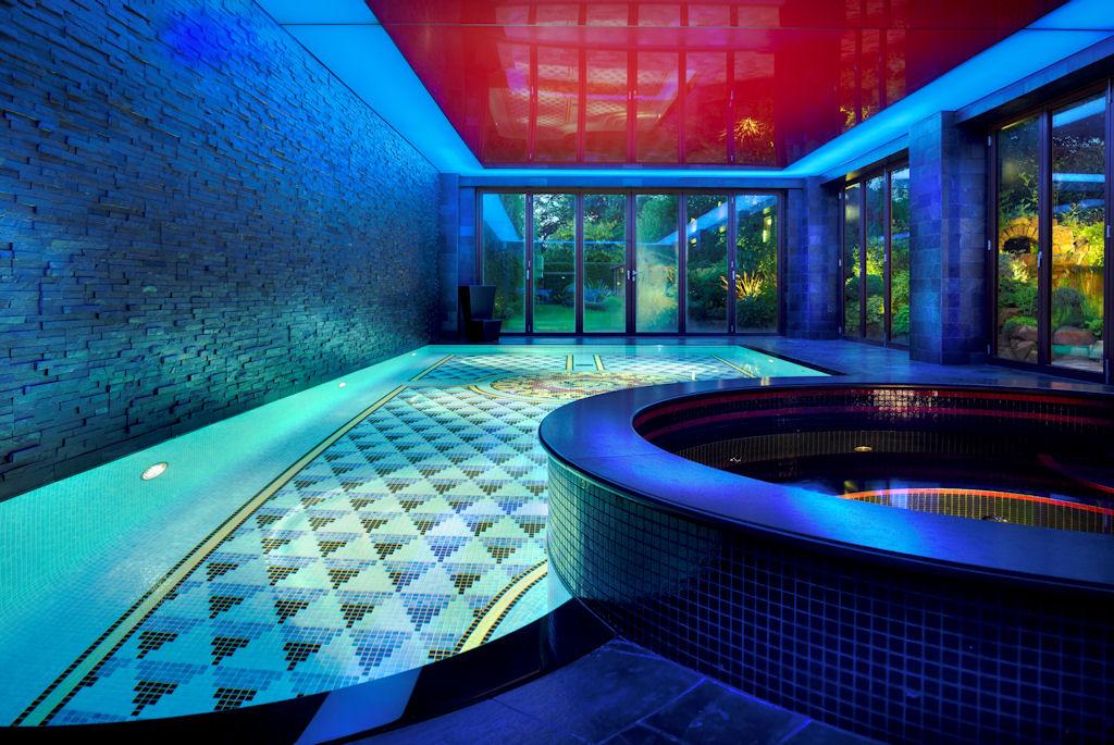 swimming pool led lights led lighting and fibre optic. Black Bedroom Furniture Sets. Home Design Ideas